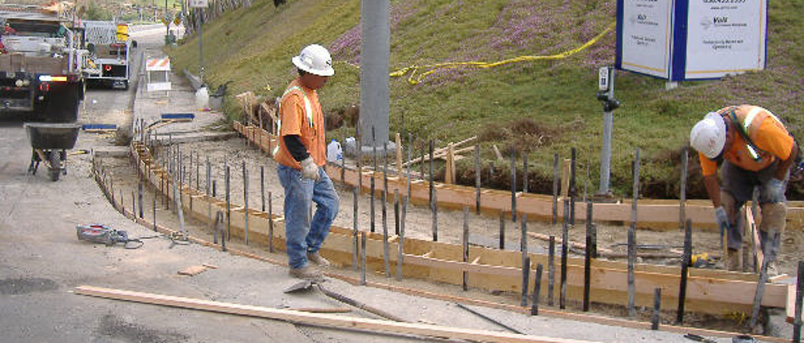 Installing A Concrete Block Retaining Wall Installing